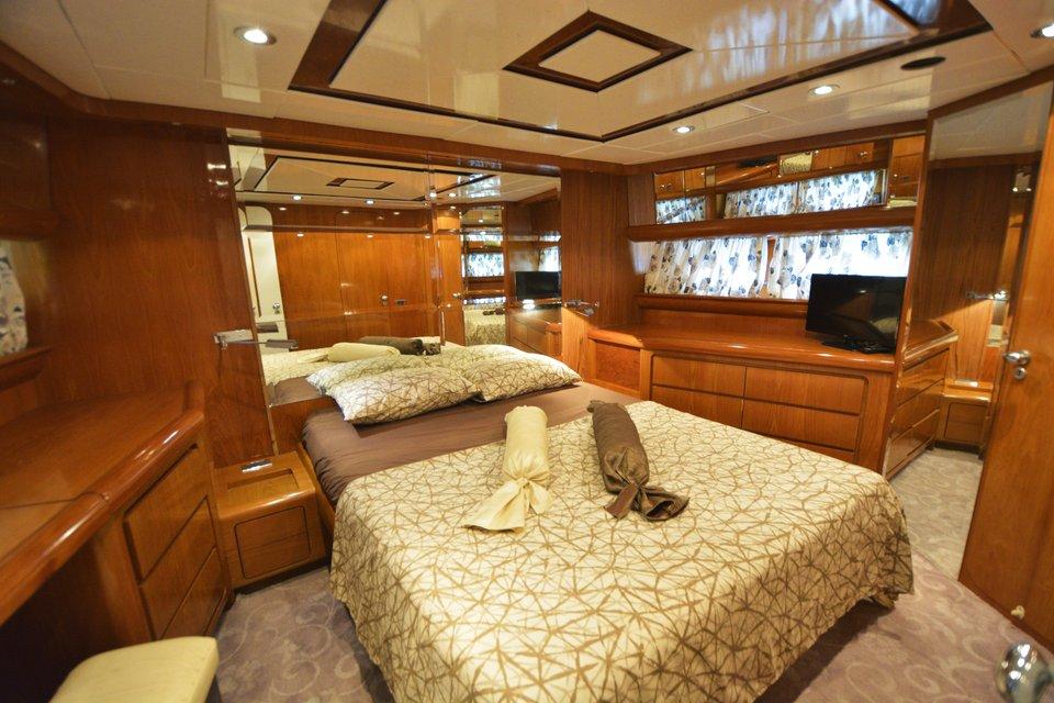 koursaros-yacht-olympian-cruises10